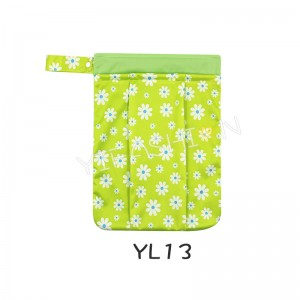 YIFASHION BABY 1pc Hanging Wet/Dry Diaper Tote Bags with 2 Zippered (Daisy Prints) YL13